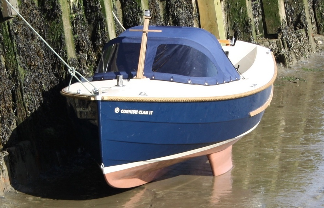 clam17-moored-lowtide