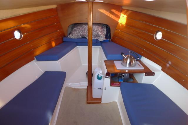 clam19-interior-blue