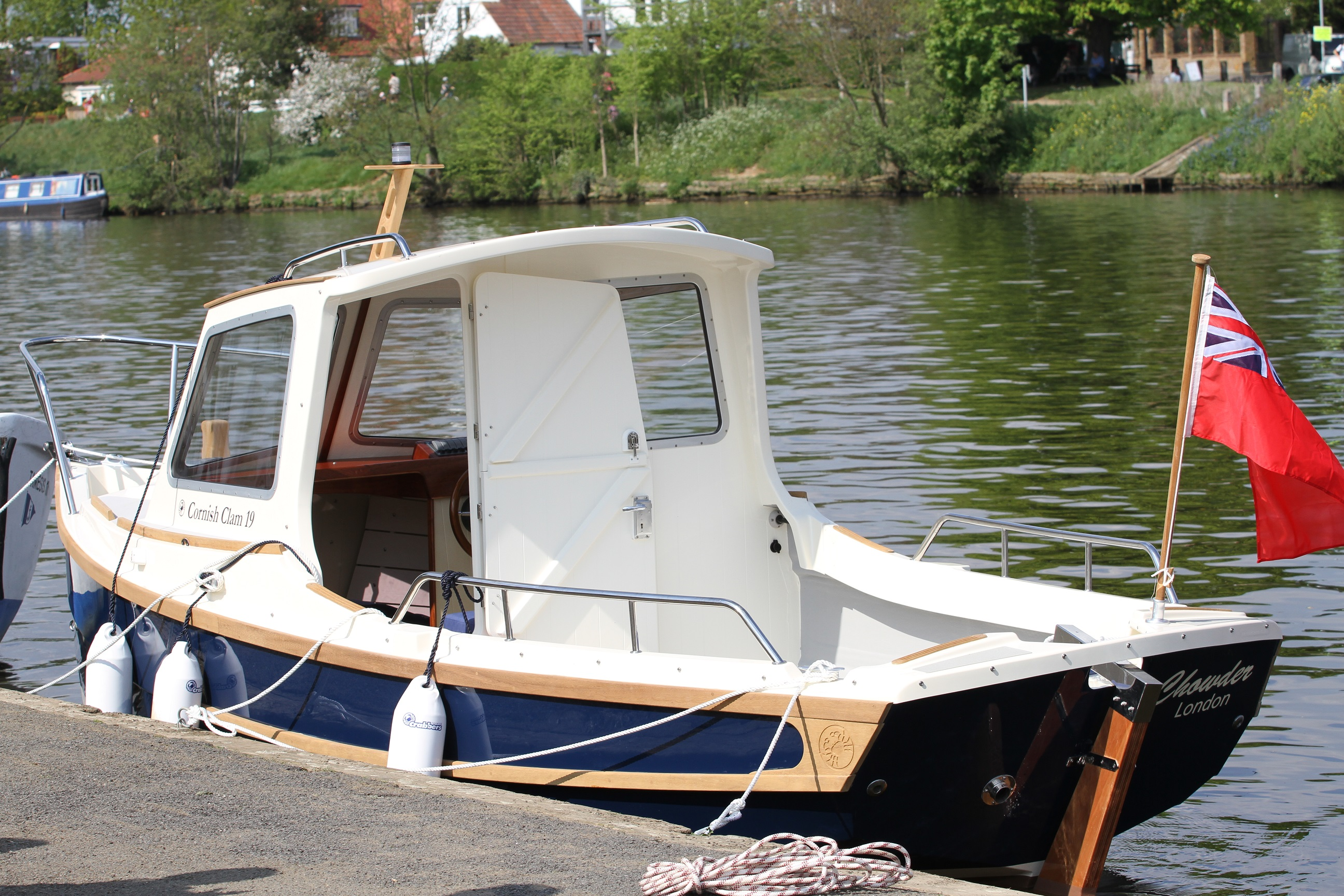 clam19-moored-empty