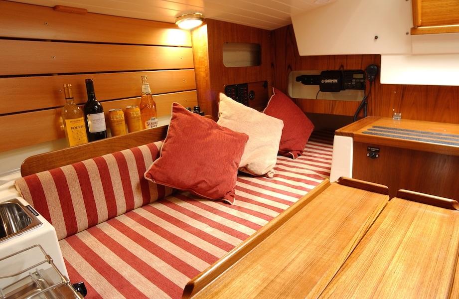 crabber22-interior-saloon