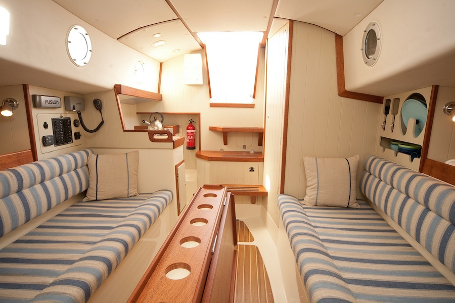 crabber26-interior-bow-to-stern