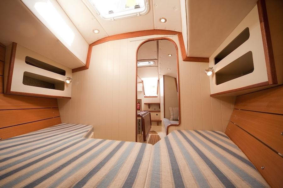 crabber26-interior-front-berth