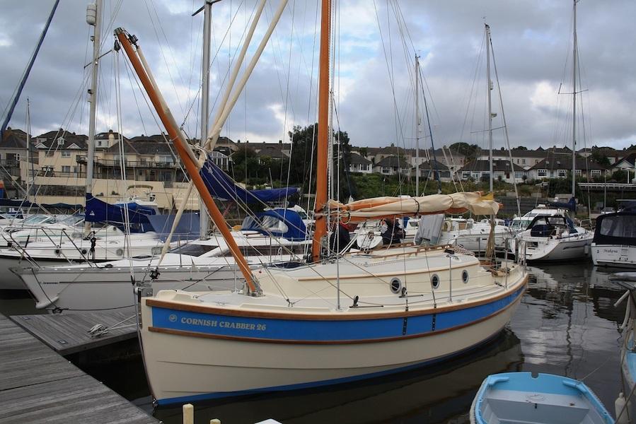 crabber26-marina-bowspritup